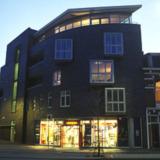 Woningcomplex met bedrijfsruimte en kantoren Westerhaven
