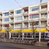 Galerijflat met winkels Oosterstraat