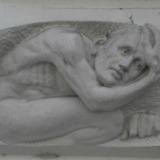 Wandsculpturen met torsende mannen (2 delen)
