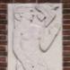 Twee reliëfs van mensfiguren met bloem en vogel - Mattheus  Meesters