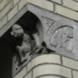 Kraagstenen met aapjes (2 exemplaren) -   maker onbekend